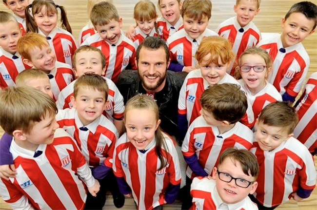 Erik Pieters with pupils from Silverdale Primary Academy